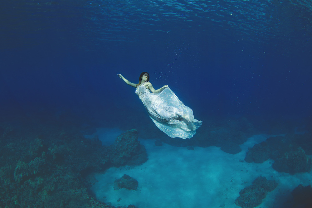Maui-Underwater-Trash-The-Dress