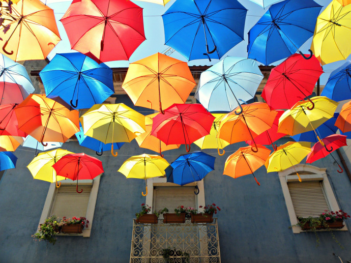 agueda-portugal-umbrella-sky-project-woe6-690x517