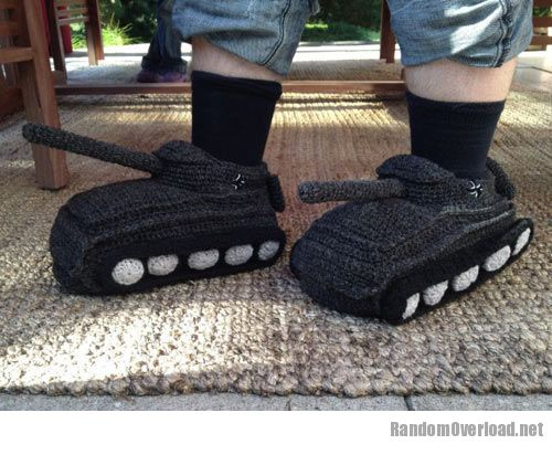 706efunny-tank-feet-crochet-slippers